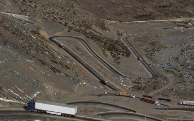 Cancha dispareja// La contingencia del transporte internacional