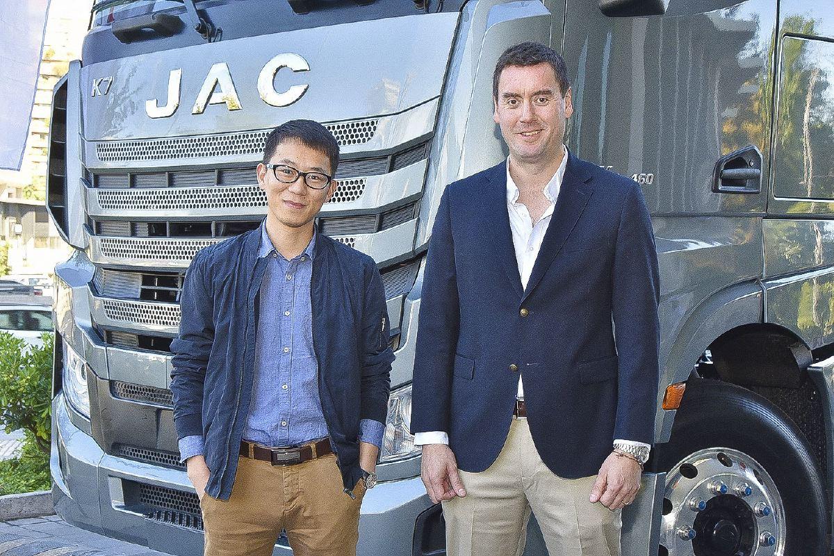 sociales JAC K7 1- Álvaro Yang y Mario López