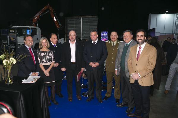 Fitran soc-Autoridades de Gobierno, Carabineros y representantes de los gremios durante la inauguración.