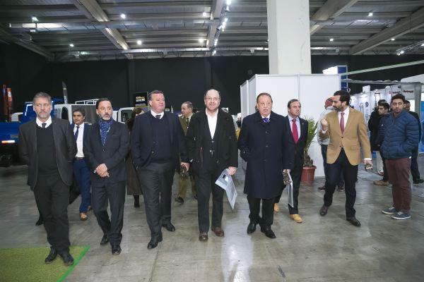 Fitran soc-Autoridades y dirigentes gremiales durante el  recorrido por los stands de Fitran.