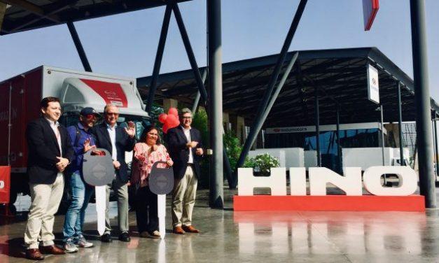 Hino Chile y Radio Corazón cumplen el sueño de dos futuros emprendedores